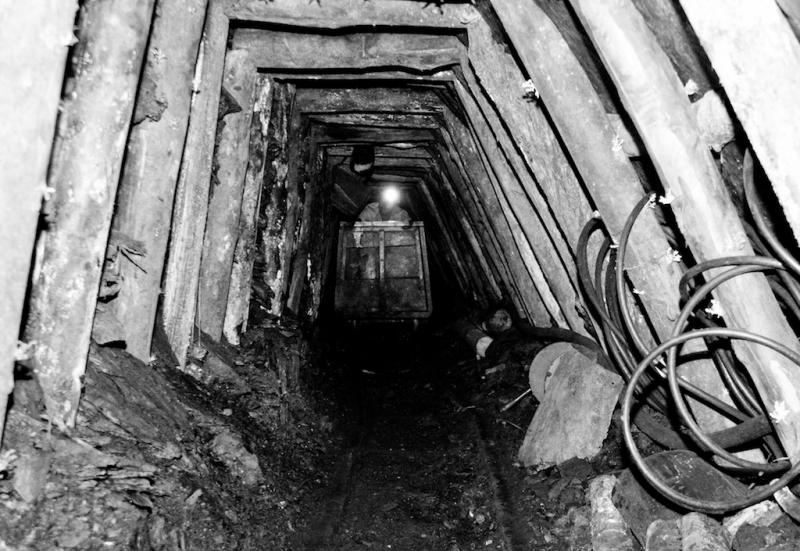 Mina de carbon artesanal Cucunuba/ Colombia 250 mts en la tierra